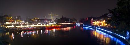 Nattsikt av den Qinhuai floden Fotografering för Bildbyråer