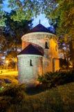Nattsikt av den romanska Sten Nicholas Rotunda på slottkullen i Cieszyn, Polen Fotografering för Bildbyråer