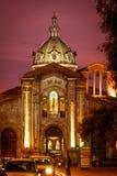 Nattsikt av den San Blas domkyrkan i Cuenca Arkivfoton