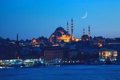 Nattsikt av den Suleymaniye moskén Arkivbilder