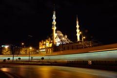 Nattsikt av den Suleymaniye moskén arkivfoto