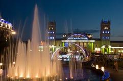 Nattsikt av den terminal södra stationen. Kharkov Royaltyfri Foto