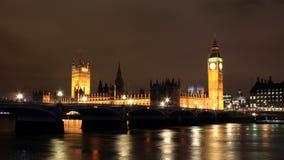 Nattsikt av den Thames floden Royaltyfri Fotografi