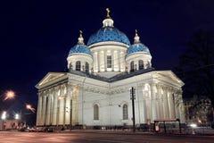 Nattsikt av den Troitsky domkyrkan Royaltyfria Foton
