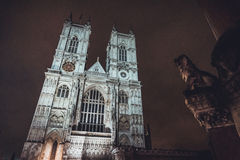 Nattsikt av den Westminster domkyrkan Royaltyfri Foto