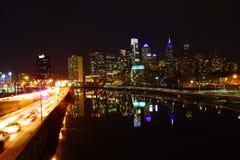 Nattsikt av det Philadelphia centret Royaltyfri Foto