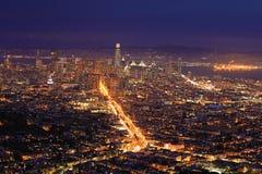 Nattsikt av det San Francisco centret Royaltyfri Fotografi