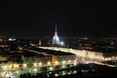 Nattsikt av det Turin centret med vågbrytaren Antonelliana, Turin, Italien, Europa Arkivbild