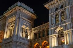 Nattsikt av en del från ingången till Vittorio Emanuele II arkivbilder