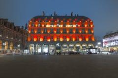 Nattsikt av ett magnificient hotell i Paris Fotografering för Bildbyråer