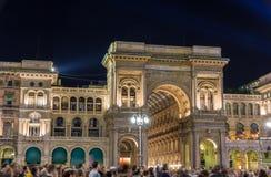 Nattsikt av Galleria Vittorio Emmanuele II i Milan Royaltyfri Bild