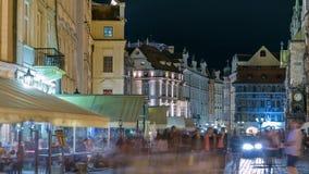 Nattsikt av gammal timelapse för stadfyrkant i Prague för republiktown för cesky tjeckisk krumlov medeltida gammal sikt arkivfilmer