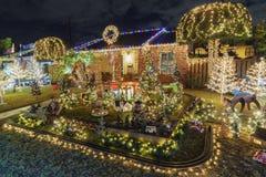 Nattsikt av härlig jul i godisen Cane Lane Arkivfoto