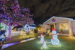 Nattsikt av härlig jul i godisen Cane Lane Royaltyfria Foton