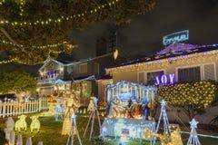 Nattsikt av härlig jul i godisen Cane Lane Royaltyfria Bilder