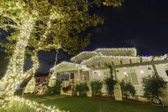 Nattsikt av härlig jul i godisen Cane Lane Fotografering för Bildbyråer