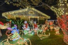 Nattsikt av härlig jul i godisen Cane Lane Arkivfoton