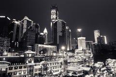 Nattsikt av Hongyadong, Chongqing, Kina royaltyfria bilder