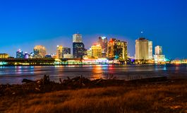 Nattsikt av i stadens centrum New Orleans, Louisiana royaltyfri foto