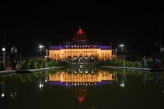 Nattsikt av Imambara, Lucknow, Indien arkivfoton