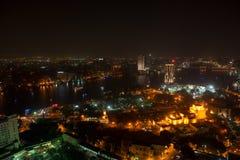 Nattsikt av Kairo från Kairotorn Arkivfoto