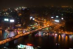 Nattsikt av Kairo från Kairotorn Arkivfoton
