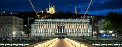 Nattsikt av Lyon från spång fotografering för bildbyråer