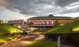 Nattsikt av mitten för internationell konferens i Katowice Royaltyfri Fotografi