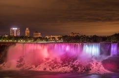 Nattsikt av Niagara Falls med lång tidblotta Fotografering för Bildbyråer