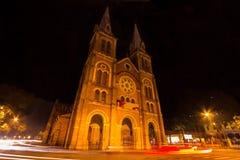 Nattsikt av Notre Dame Cathedral, Ho Chi Minh City, Vietnam royaltyfria foton