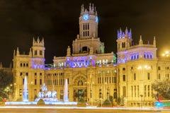 Nattsikt av plazaen Cibeles i Madrid, Spanien Royaltyfria Foton