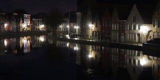 Nattsikt av reflexioner i den Bruges kanalen Fotografering för Bildbyråer