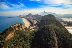 Nattsikt av Rio de Janeiro Arkivbilder