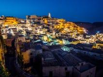 Nattsikt av Sassi di Matera, förhistorisk historisk mitt, UNESCOvärldsarv, europeisk huvudstad av kultur 2019 royaltyfria bilder