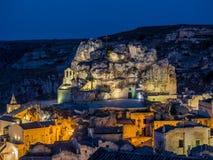 Nattsikt av Sassi di Matera, förhistorisk historisk mitt, UNESCOvärldsarv, europeisk huvudstad av kultur 2019 royaltyfri fotografi