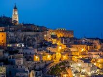 Nattsikt av Sassi di Matera, förhistorisk historisk mitt, UNESCOvärldsarv, europeisk huvudstad av kultur 2019 royaltyfri bild