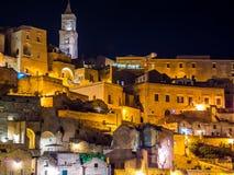Nattsikt av Sassi di Matera, förhistorisk historisk mitt, UNESCOvärldsarv, europeisk huvudstad av kultur 2019 fotografering för bildbyråer