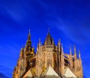 Nattsikt av St Vitus Cathedral Royaltyfri Fotografi
