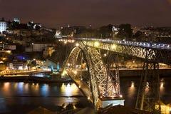Nattsikt av staden av Porto, Portugal Arkivfoton