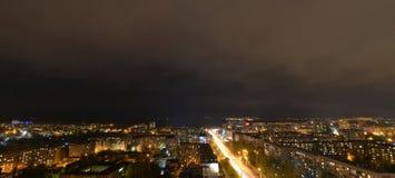 Nattsikt av staden Izhevsk Arkivfoton