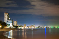Nattsikt av stranden på Huahin Thailand Royaltyfria Foton