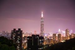 Nattsikt av Taipei Arkivfoto