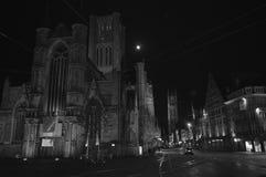 Nattsikt på Korenmarkt i Ghent, Belgien på November 5, 2017 arkivbild