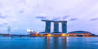Nattsikt på Marina Bay Sands Resort Hotel Singapore Royaltyfri Foto