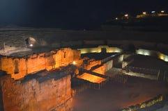 Nattsikt på romersk amfiteater på Juni 20, 2016 i Tarragona, Spanien Royaltyfri Foto