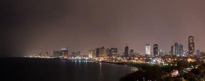 Nattsikt på stranden av den nonstop staden - Tel Aviv Fotografering för Bildbyråer