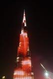 Nattsikt till den Burj Khalifa skyskrapan i Dubai, UAE Royaltyfri Fotografi