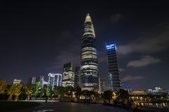Nattsikten av Kina resurser st?r h?gt, colloquially bekant som v?rbambu, ?r en 392 meter 1286 1 ft supertall skyskrapa arkivfoto