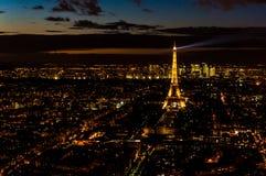Nattsikten av Paris, Frankrike arkivfoto