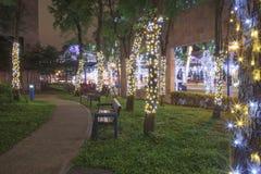 Nattsikten i den Taipei staden Det går till julen Arkivbilder